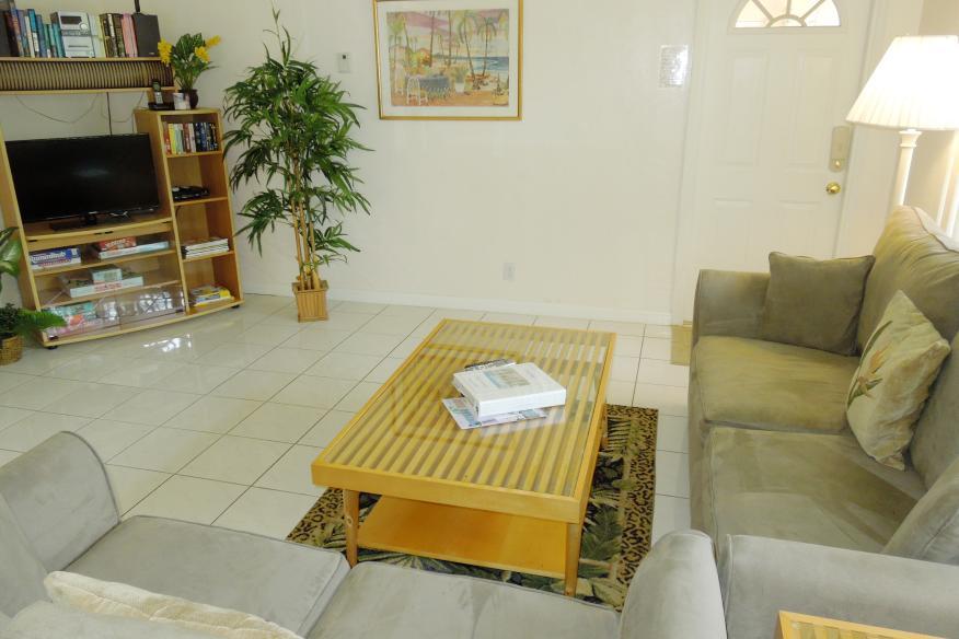 One bedrom apartment livingroom