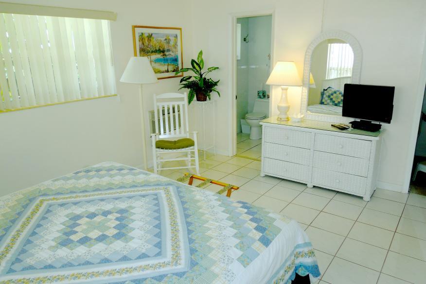 One bedrom apartment bedroom