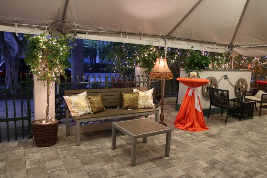 Mid Tent Bar