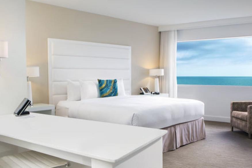 Deluxe Ocean King Curve Room