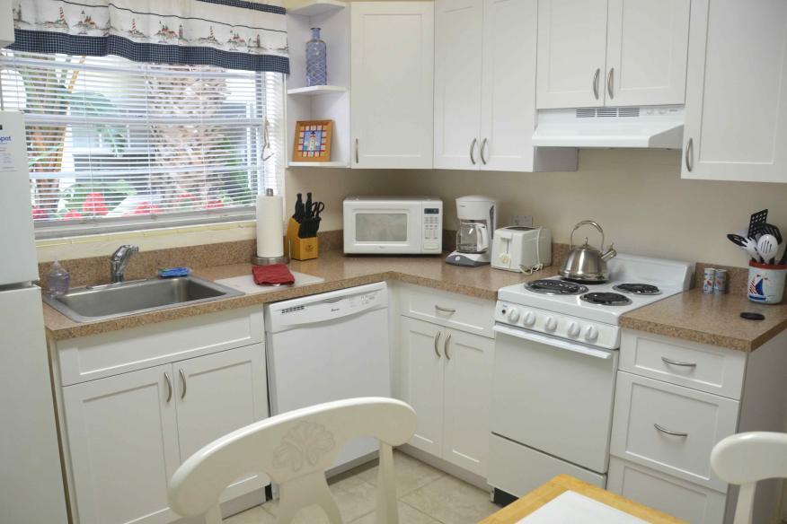queen studio full kitchen