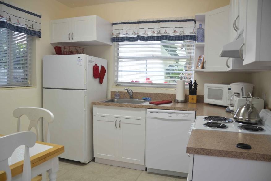 Queen studio full kitchen 2