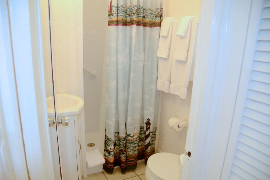 King studio bathroom (shower - no tub)
