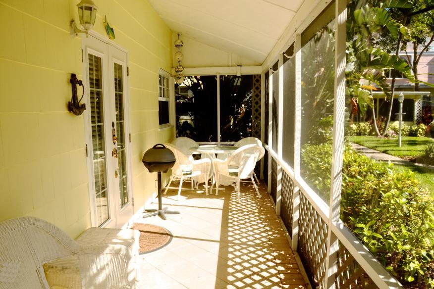 King studio screened porch