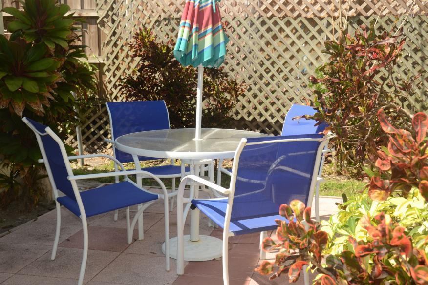 Queen studio patio