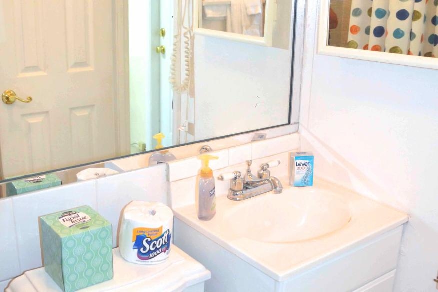 Queen studio bathroom
