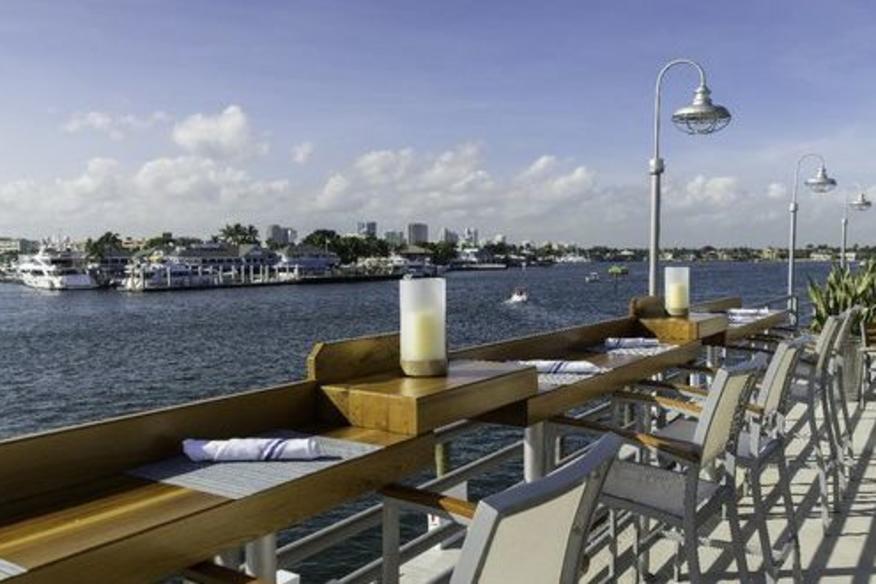 Pelican Landing Bar