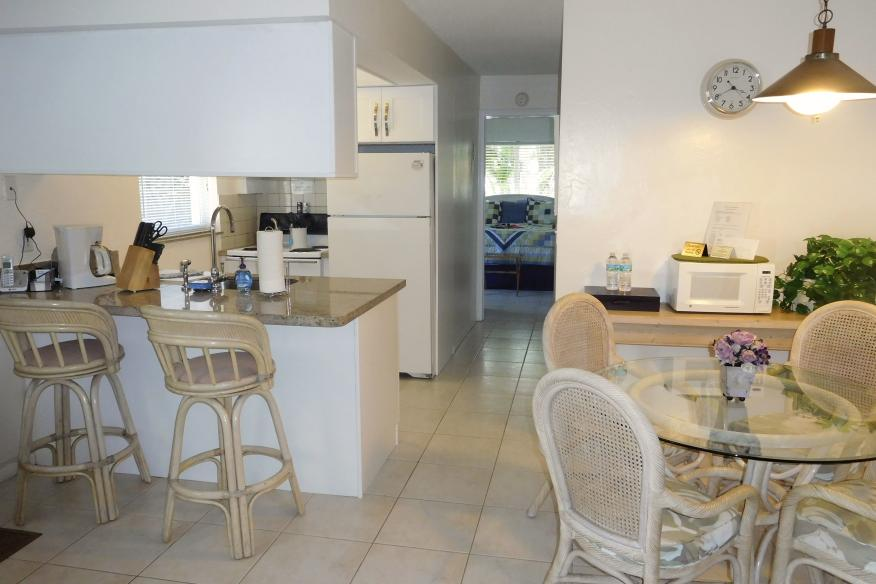 Standard 1/1 dining and kitchen