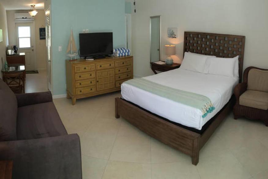 Jr Suite Queen Bed w/ Kitchen