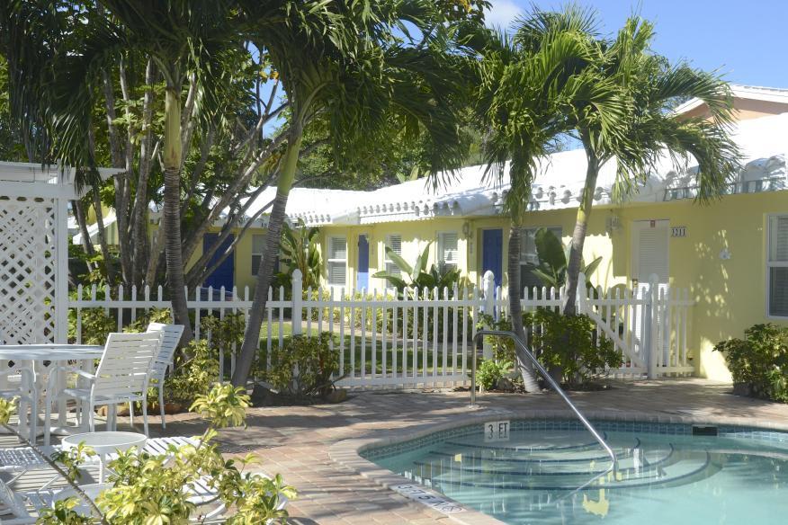 Bahama pool