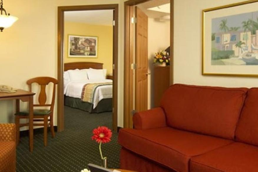TOWNEPLACE SUITES FORT LAUDERDALE HOTEL