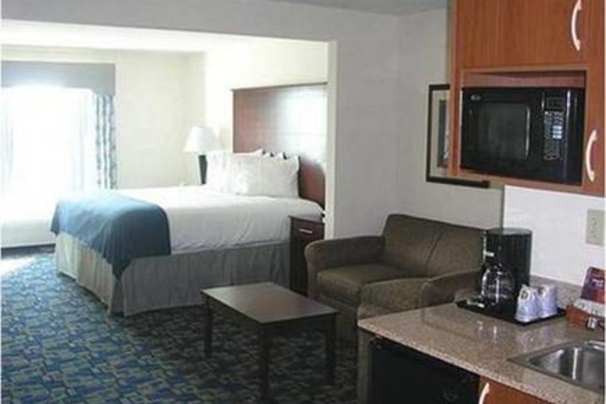 HOLIDAY INN EXPRESS HOTEL & SUITES PEMBROKE PINES