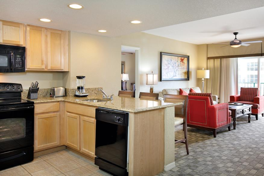 Pompano Beach, FL - Wyndham Palm-Aire, Kitchen & Living Area