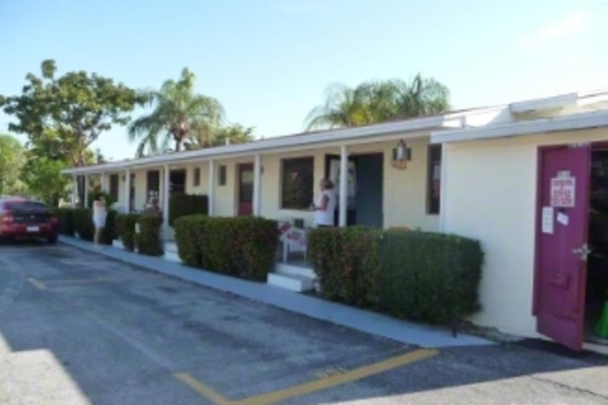 Sharkey's Lodge Motel