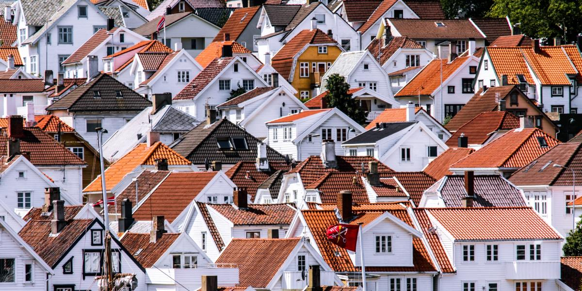 White, wooden houses in Old Stavanger. Photo: Arnold Lan