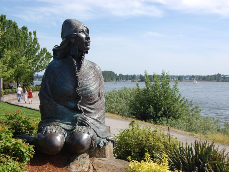 Ilchee statue and plaza