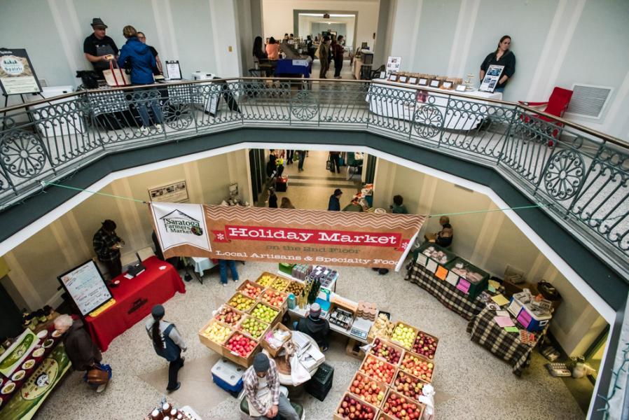Saratoga Farmers Holiday Market in Lincoln Baths