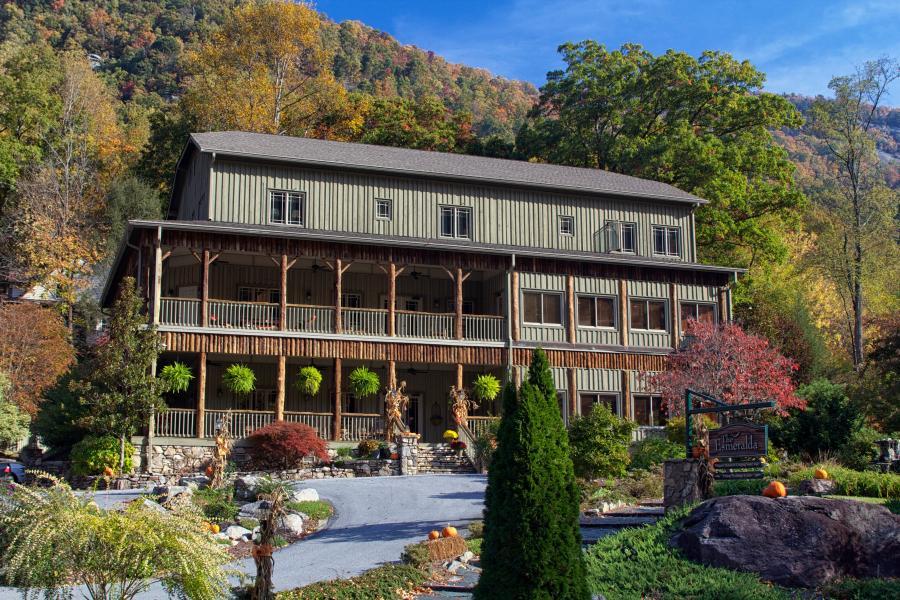 The Romantic Esmeralda Inn