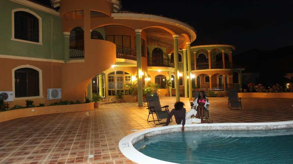 Milbrook-at-night-by-the-pool