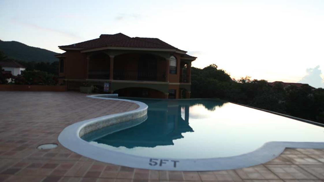 Milbrook-by-the-pool