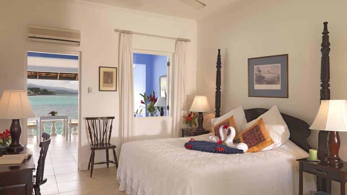 Premier-West-Wing-Bedroom