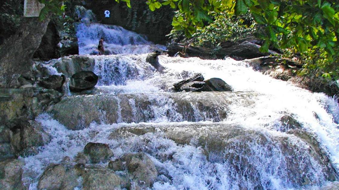Dunn's River Falls/or_at_dunn67-960X500