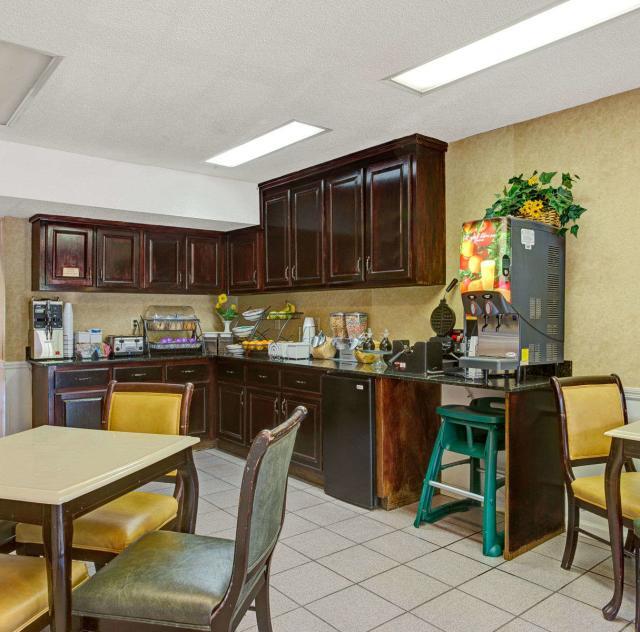 Baymont Inn & Suites Breakfast Area