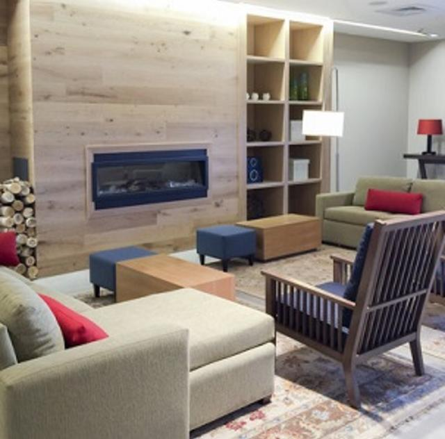 Country Inn & Suites Lobby