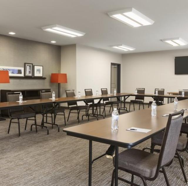 Country Inn & Suites Meeting Room