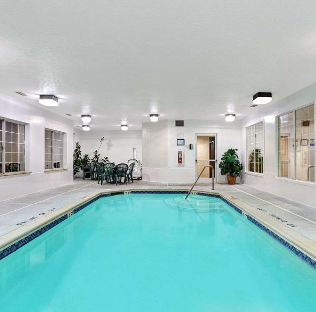 Super 8 Smithfield Indoor Pool
