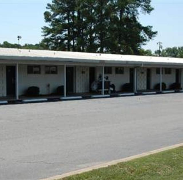Village Motor Lodge Room Exterior