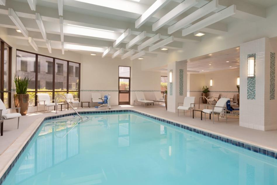 Embassy Suites pool2