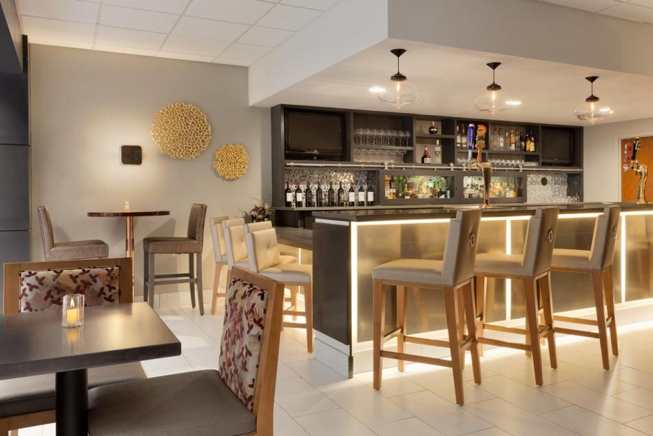Embassy Suites restaurant bar