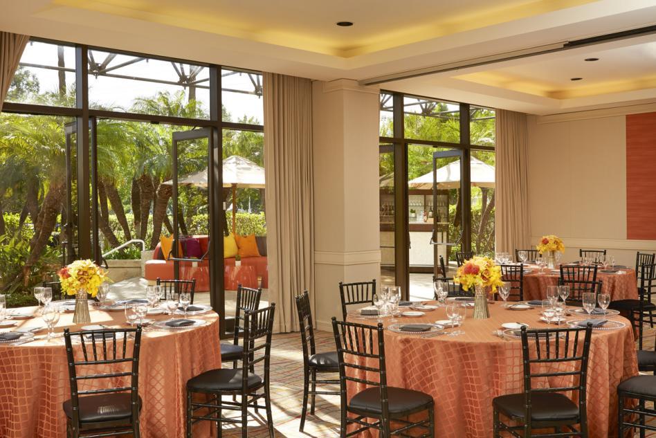 Hotel Irvine Trabuco Social