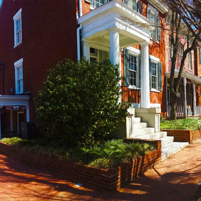 Inn at Patrick Henry's (shared property with Patrick Henry Pub & Grille)
