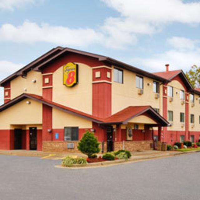 NEW Super 8 Motel Airport