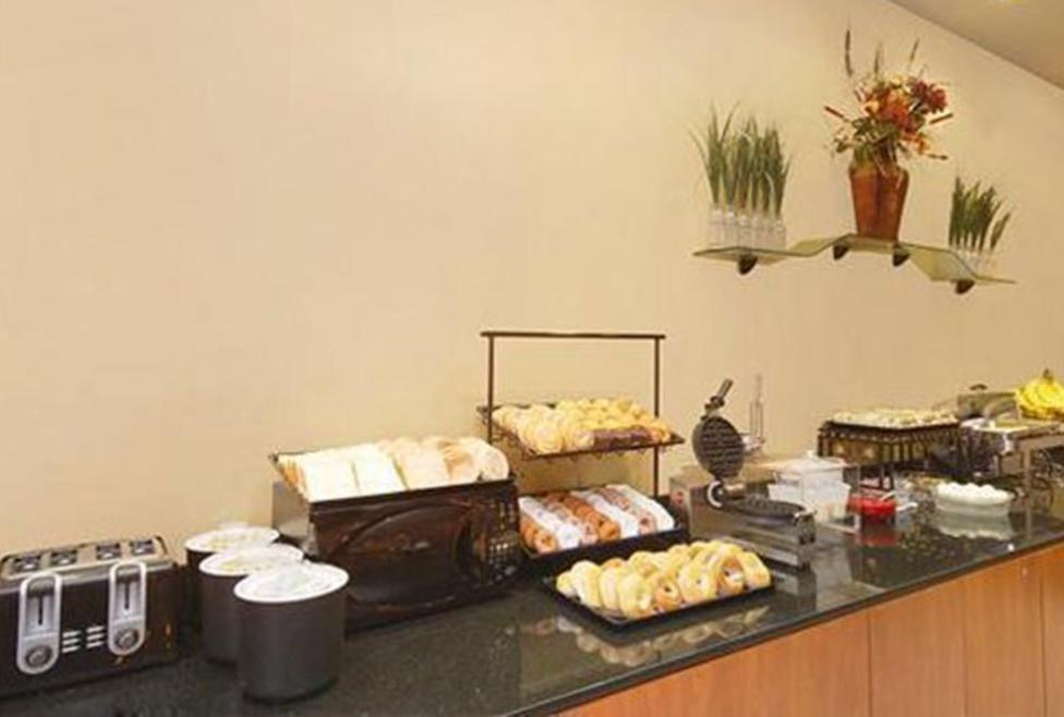 Comfort Inn DFW Airport North Breakfast