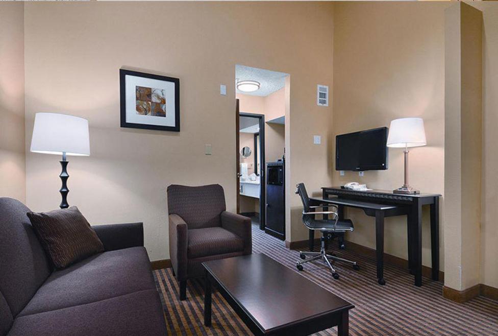 Comfort Suites DFW Airport Suite