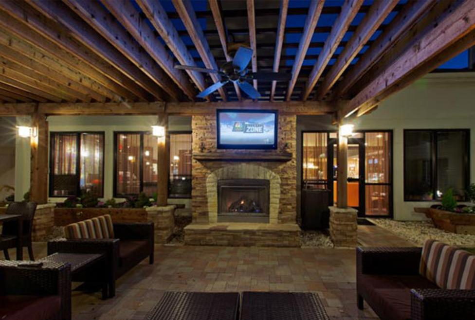 Courtyard Dallas - DFW Airport North/Irving - outdoor patio
