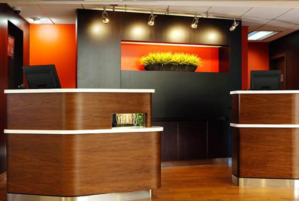 Courtyard Dallas - Las Colinas - Front Desk
