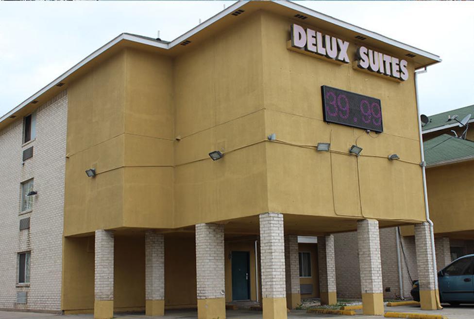 Delux Suites Exterior