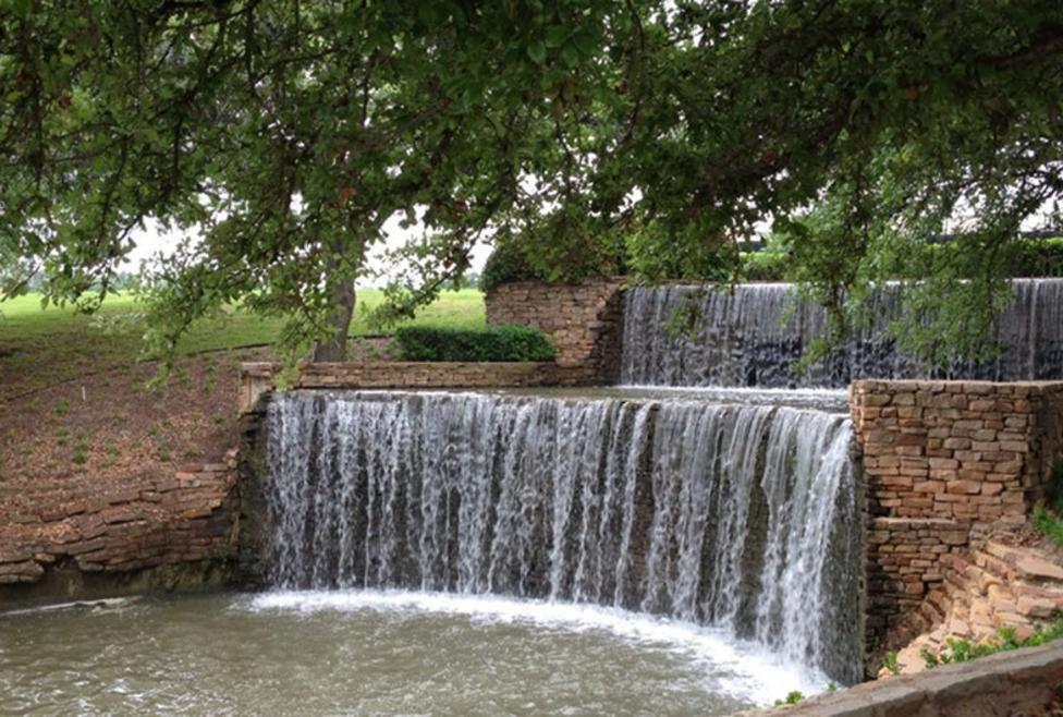 Homewood Suites Las Colinas - Waterfall