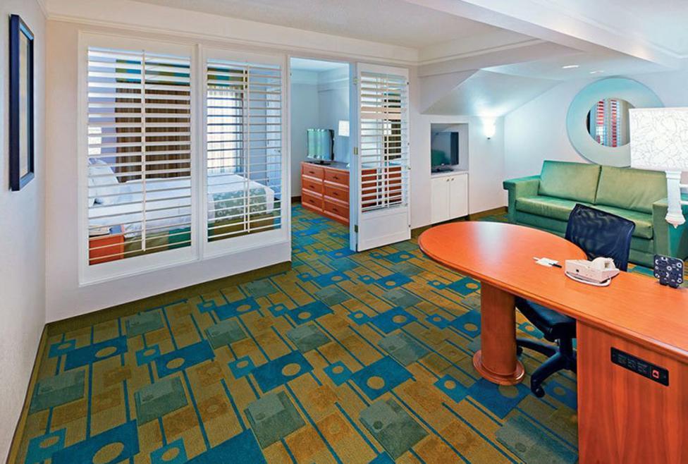 La Quinta DFW North - Suite