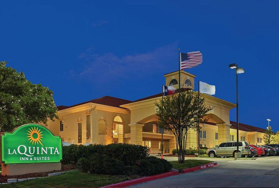La Quinta Inn Hotel & Suites - Las Colinas - Exterior