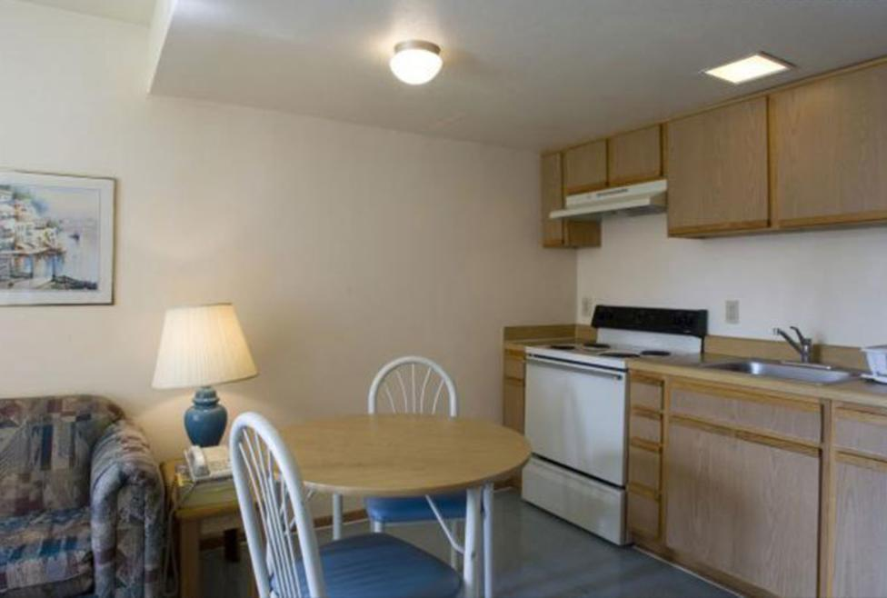 Budget Suites of America - Room 2