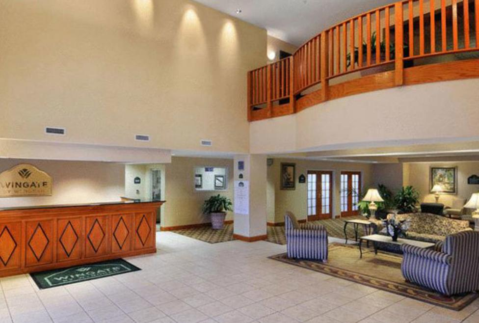 Wingate DFW North - lobby