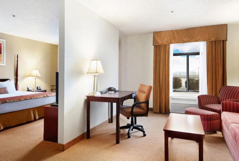 Wingate DFW North - suite