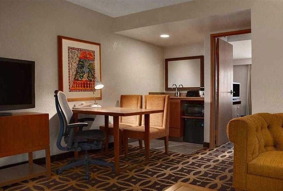 Embassy Suites - DFW Airport South - Suite 2