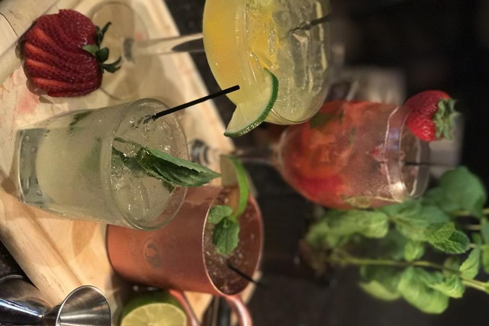 CocktailBar1.JPG