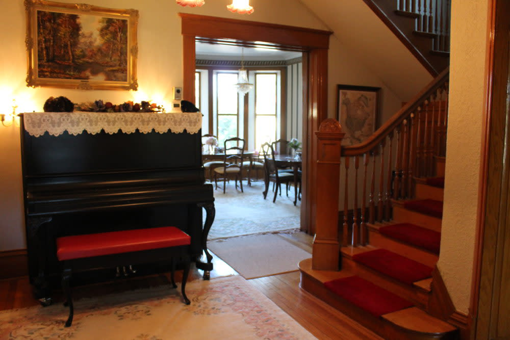 View from the foyer to the dining room at Bella's Castle Bed & Breakfast in Morden